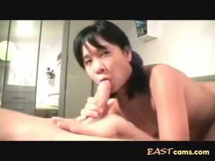 Asian chick with a chunky ass rides cock